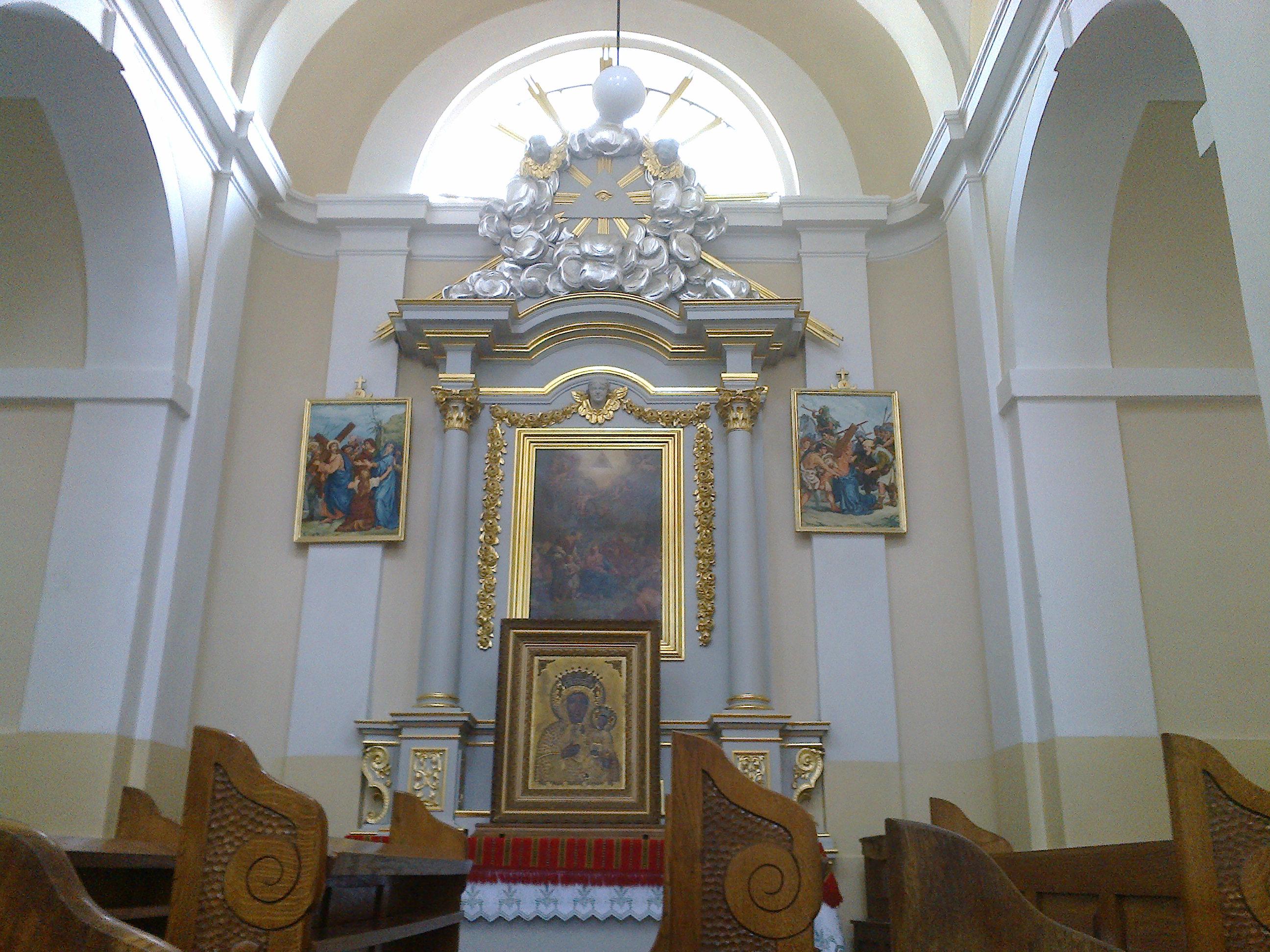 Ołtarz wśrodkowej prawej kaplicy bocznej