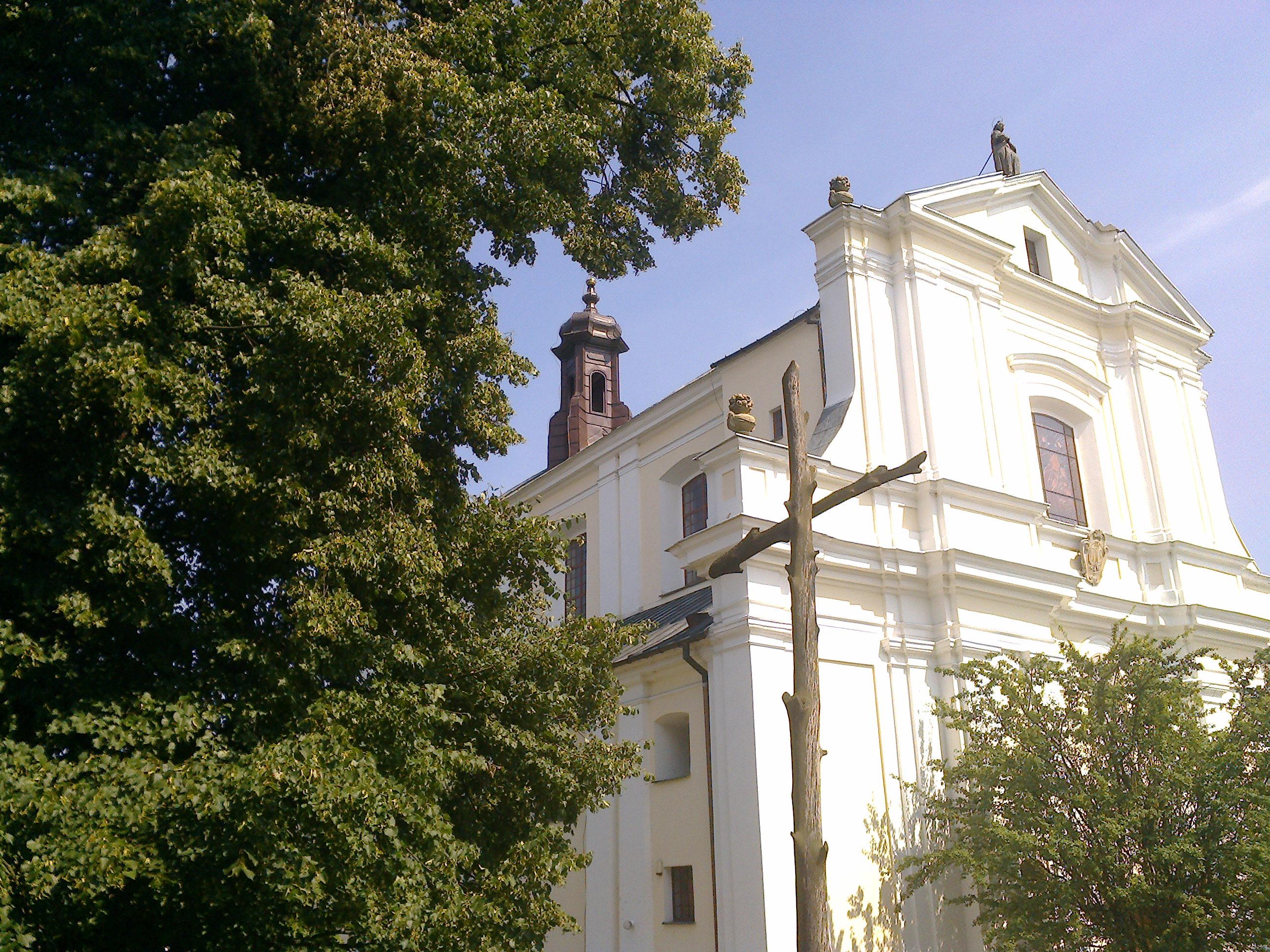 Kościół Parafialny widziany odstrony szpitala