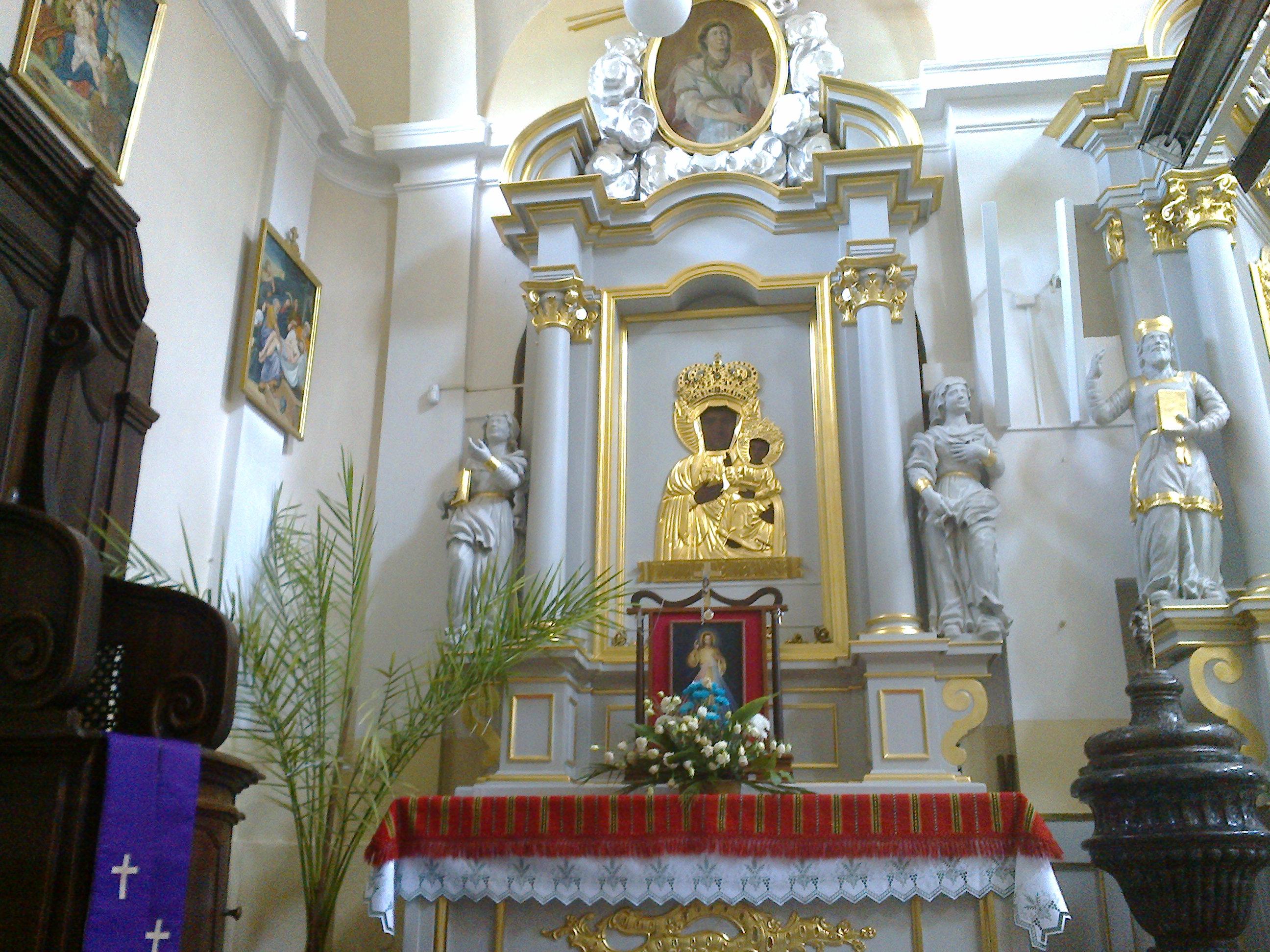 Ołtarz zwieńczony obrazem św. Apolonii