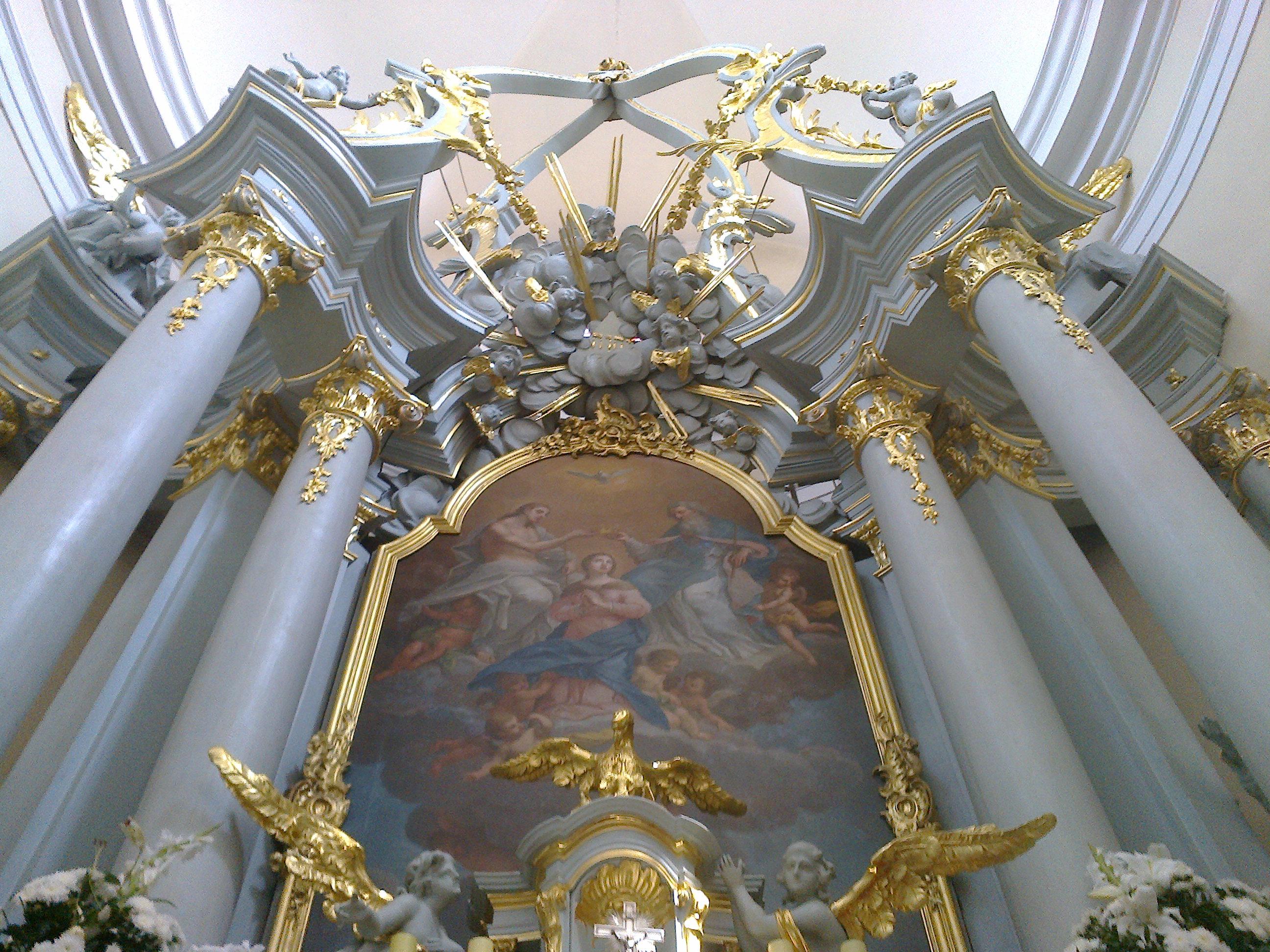 Zwieńczenie barokowego ołtarza z tetragramem - hebrajskim imieniem Boga יהוה