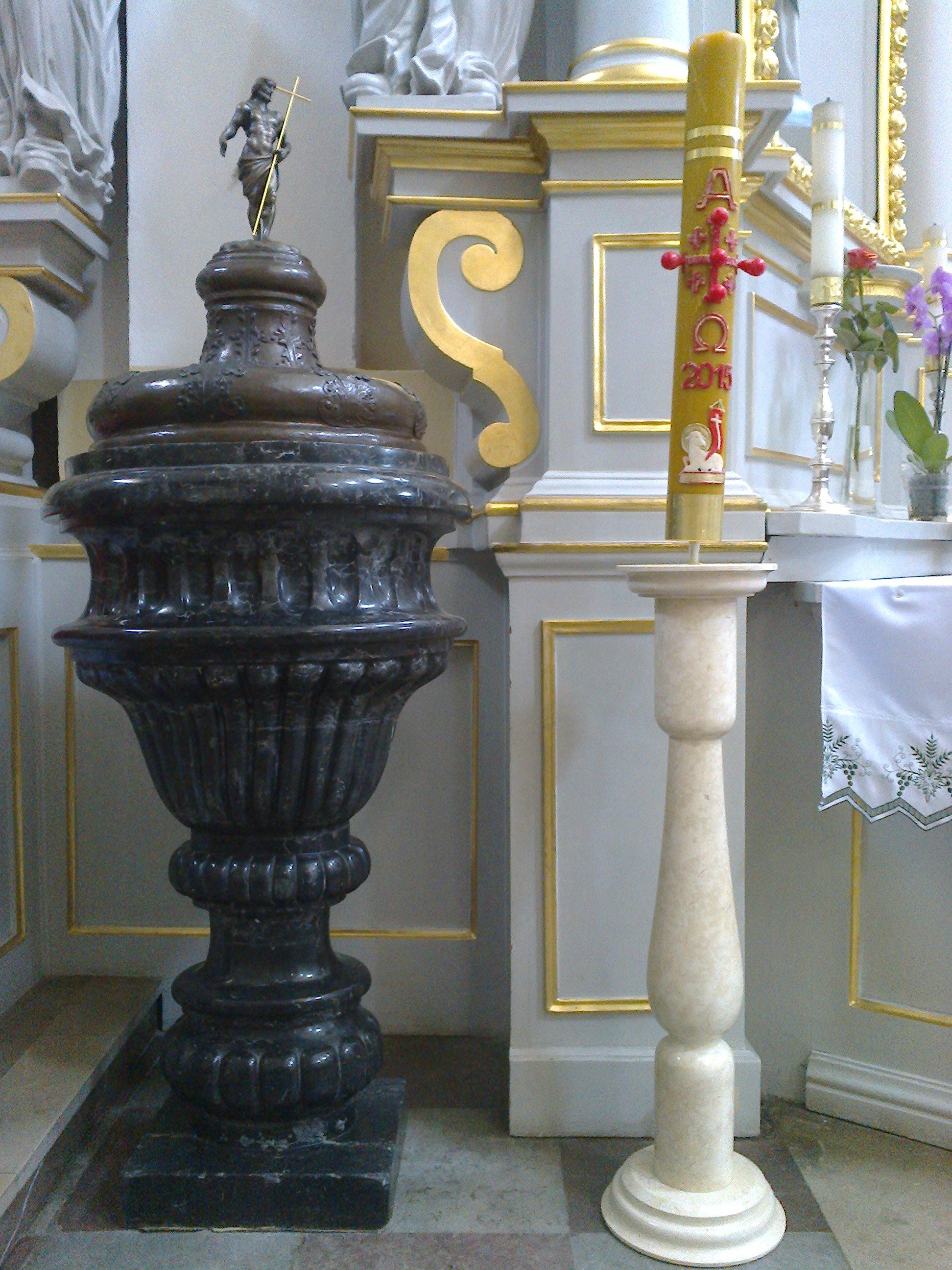 Zabytkowa chrzcielnica