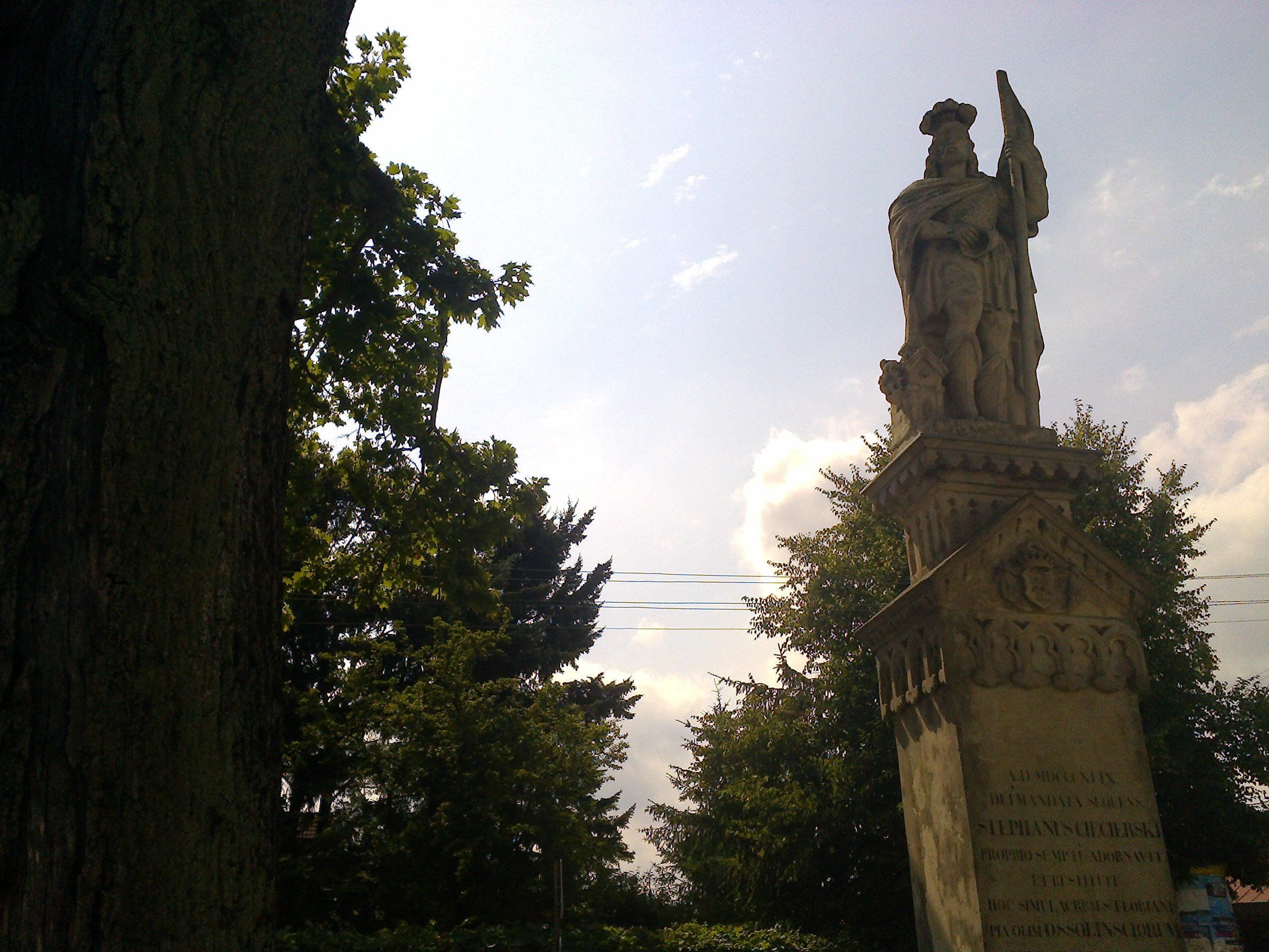 Figura św. Floriana na Placu ks. K. Kluka